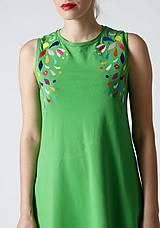 Šaty - Zelené midi šaty s farebnou výšivkou - 9826674_