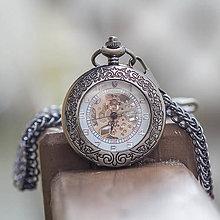 Doplnky - Mechanické vreckové hodinky s krúžkovanou reťazou (37) - 9826446_