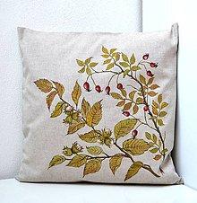 Úžitkový textil - Vankúš-ručne maľovaný-Keď dozrievajú orechy a šípky - 9828340_
