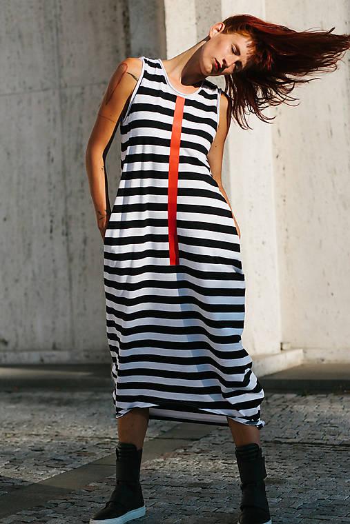 Šaty - FNDLK úpletové šaty 312 BLo dlouhé - 9827845_