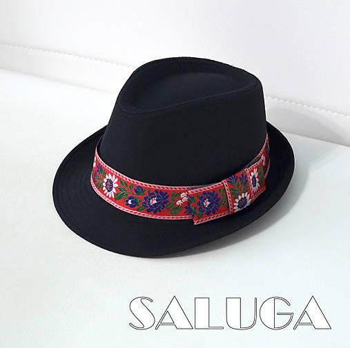 Folklórny klobúk - čierny - ľudový - červená folklórna stuha