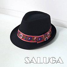 Čiapky - Folklórny klobúk - čierny - ľudový - červená folklórna stuha - 9830870_