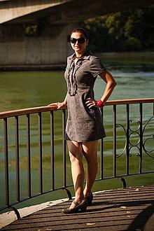 Šaty - Sivé krátkorukávové šaty s légou - 9830453_