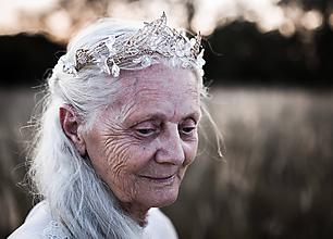 """Ozdoby do vlasov - Svadobná korunka """"kvety zlatom pretkané"""" - 9830122_"""