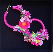 Náušnice - Ružové hoop flower nausnicky - 9831822_