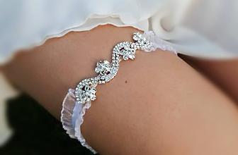 Bielizeň/Plavky - Luxusný štrasový svadobný podväzok - 9834932_