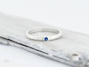 Prstene - 925 Strieborný prsteň obrúčka, zásnubný s prírodným modrým zafírom - 9836513_