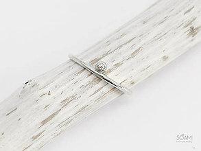 Prstene - 925/1000 Strieborný zásnubný prsteň s diamantom 1,5 mm SI1, E-F - 9836553_