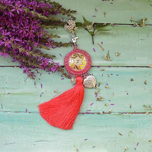 Coral Mandala - vyšívaný střapec na kabelku