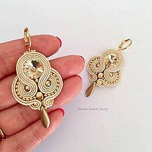 Náušnice - Ručne šité šujtásové náušnice / Soutache earrings - Swarovski (Nina - béžová/zlatá) - 9837640_