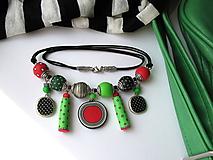 Náhrdelníky - ,,Zeleno-červeno-bodkovaný,, - 9839458_