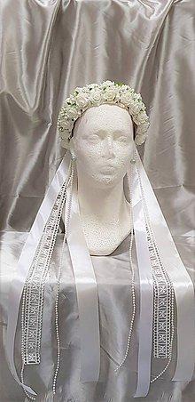 Ozdoby do vlasov - Nežná svadobná kvetinová parta s perličkami a čipkou - 9839372_