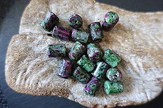 Minerály - Zoisit s rubínom valček - 9842452_