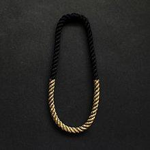 Náhrdelníky - Z lana/ černá + zlatá/ simple - 9842697_