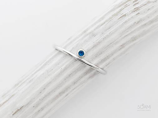 Prstene - 925/1000 Strieborný prsteň s modrým zafírom Neha - 9847183_