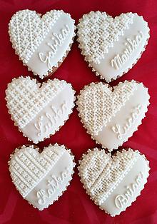 Darčeky pre svadobčanov - Perníkové srdce VEĽKÉ s menom  9 x 8 cm - 9845163_