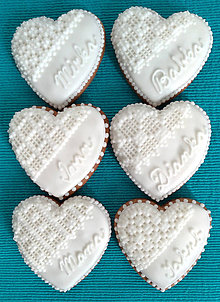 Darčeky pre svadobčanov - Perníkové srdce STREDNÉ s menom 7,5 cm - 9847082_