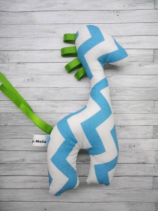 Hrkálka žirafa vesmír s modrou