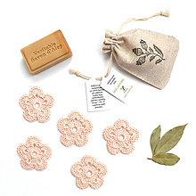 Drobnosti - Odličovacie kvetinky (púdrový odtieň) 5 ks + ľanové vrecko - 9850267_