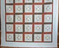 Patchworková deka NEŽNÉ KVIETKY  (rozmer 218 x 218 cm)