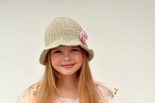 Rozkvitnutý klobúk - návod na háčkovanie