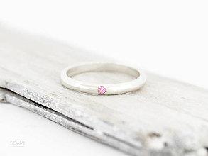 Prstene - 925 Strieborný prsteň obrúčka, zásnubný s prírodným rúžovým zafírom - 9852279_