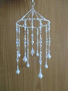 Dekorácie - Šperková závesná dekorácia - biele perly a trblietavé korálky - 9851180_