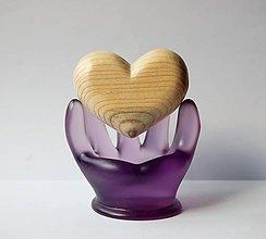 Dekorácie - Dreveno/ sklenená dekorácia - Srdce v dlani - 9853372_