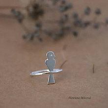 Prstene - strieborný prsteň CUTE WILDNESS - vtáčik na konári - 9852968_