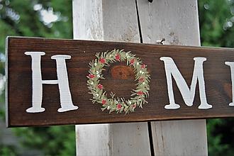 Tabuľky - Drevená tabuľka Home s maľovaným venčekom - 9853700_