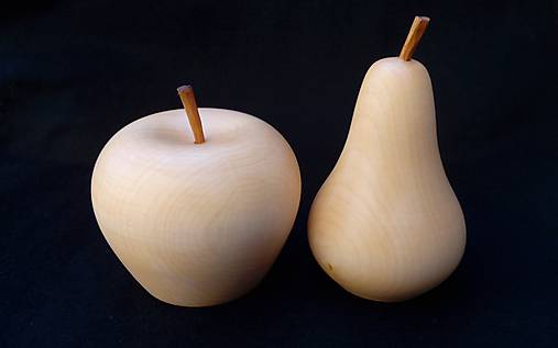 drevené jablko a hruška