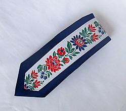 Doplnky - slim kravata folk (č.3. tmavomodrá s bielou krojovkou) - 9856922_