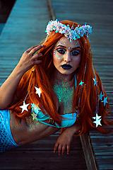 Ozdoby do vlasov - Kvetinový venček s mušličkami a flitrami z kolekcie Mermaid dream - 9854601_