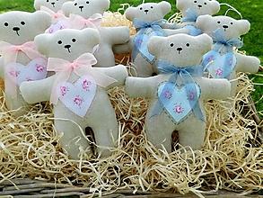 Darčeky pre svadobčanov - Ľanový svadobný medvedík s ručnou výšivkou - 9857472_