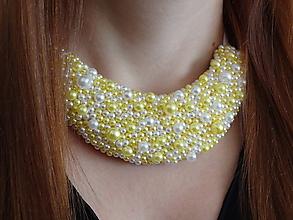 Náhrdelníky - Žlto-biely náhrdelník - 9858265_