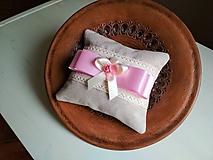 Úžitkový textil - Svadobný romantický vankúšik pod obrúčky - 9860066_