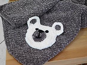 Textil - Hnedá háčkovaná deka s macíkom - 9859279_