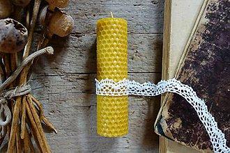 Svietidlá a sviečky - sviečka z včelieho vosku- krútená stredná- s čipkou 1 - 9860391_