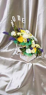 Dekorácie - Veľký kvetinový aranžmán v pastelových farbách s nápisom HOME - 9858634_