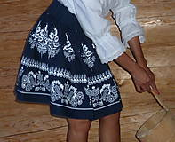 Sukne - Suknica Biely folklór na tmavomodrej - 9861174_