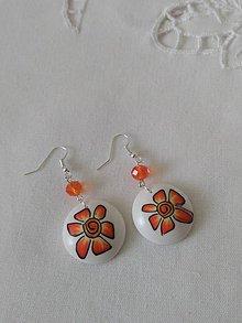 Náušnice - náušnice biele okrúhle s oranžovým kvietkom - 9861576_