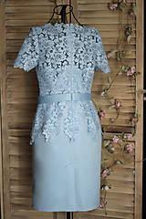 Šaty - Púzdrové šaty s rukávikom z hrubšej krajky rôzne farby - 9862247_