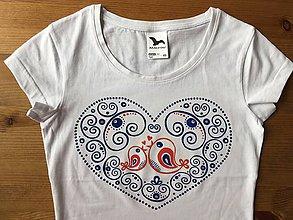 Tričká - Rodinný maľovaný set tričiek s nápismi na želanie (Bez nápisu- plný vzor s červenými vtáčikmi) - 9863366_