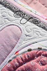 Úžitkový textil - Krajina divých kvetov - motýľ -rúžovo -šedé prevedenie - 9862879_
