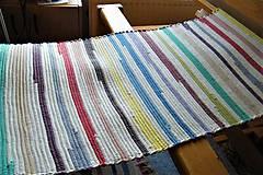 Úžitkový textil - Tkaný koberec biely s farebnými pásmi - 9861149_