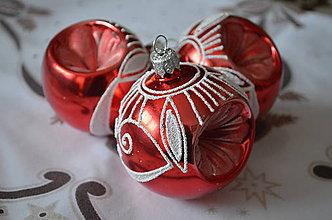 Dekorácie - Vypichované červené lakové guličky - 9866377_