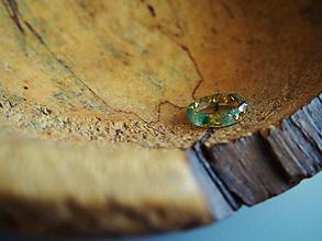 Prstene - Prstienok číry s farebnými glitrami - 9866201_
