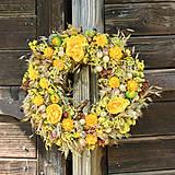 Dekorácie - Prírodný venček na dvere - 9870788_
