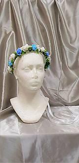Modro-biely kvetinový venček na zaväzovanie