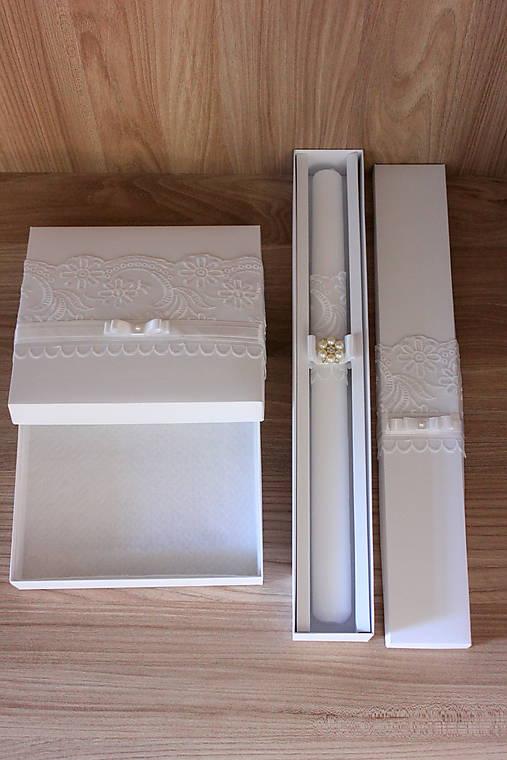 Dlhá sviečka na krst a krabička na košieľku.